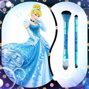 DISNEY SOHO Cinderella brushes NEW